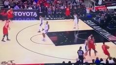 El primer triple en la NBA tras la muerte de Kobe Bryant: el balón se fue al '24'
