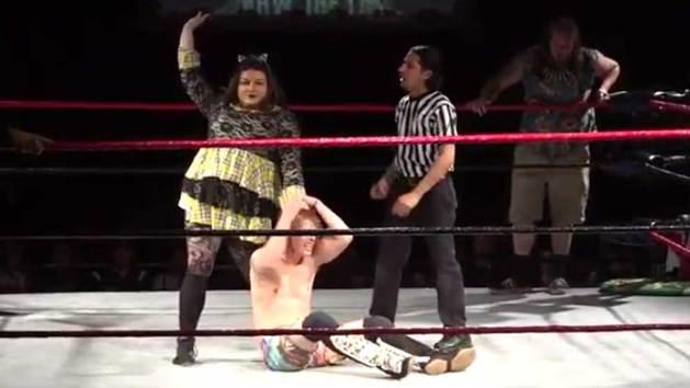 El wrestling de Drag Queens viraliza las redes sociales