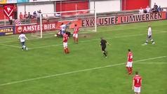 Absolutamente de locos: ¡gol del árbitro en una jugada embarullada en el área pequeña!