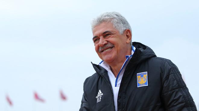 Eduardo Vargas protagonizó altercado con su entrenador en Tigres