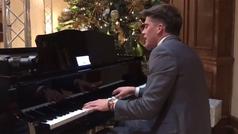 Un quarterback canta al piano: El Elton John del deporte