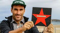 Aritz Aranburu ya tiene su estrella en el 'Paseo de la Fama del Surf'