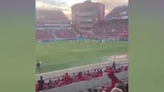 Emotivo minuto de aplausos y cantos de Independiente a Emiliano Sala