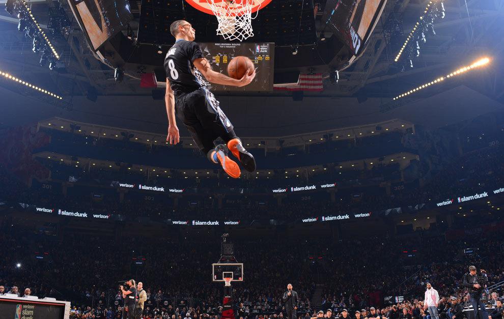 La 'visión Matrix' del... ¿mejor mate jamás visto en la NBA?