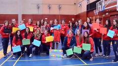 Las leonas del rugby muetran su apoyo a Carolina Marín