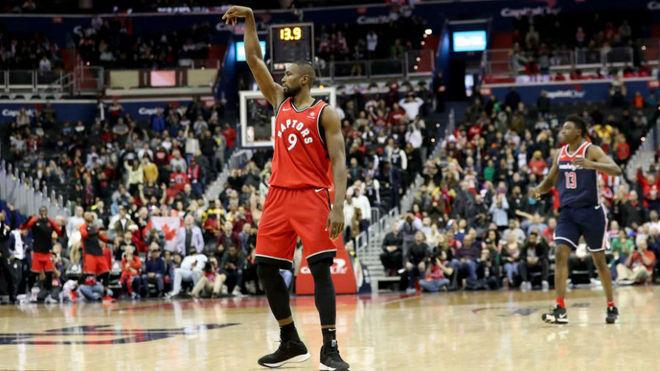 Así fue la locura final del Wizards vs Raptors: ¡Con el triple ganador de Ibaka!