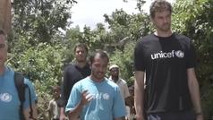 Pau Gasol visita el mayor campamento de refugiados del mundo