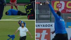 Nunca se vio a un entrenador sufrir así por un gol en contra: patalea, grita, se quita la camiseta..