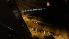 Buscan a este temerario que saltó en paracaídas desde un piso 15 en Burgos