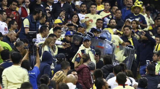 La violencia se hace presente en el Estadio Azteca