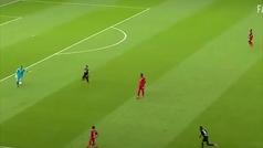 El gol más raro del Bayern: pelotazo de Neuer, pinchadita de Lewandowski... ¡y cantadón del portero
