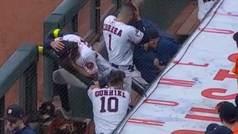 Horror en la MLB: Bolazo en la cabeza de un paramédico de los Astros