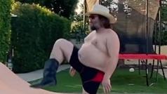 """El actor Jack Black crea """"el baile de la cuarentena"""": sólo es posible bailarlo sin sentido del ridíc"""