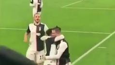 El accidental beso entre Cristiano Ronaldo y Dybala que arrasa en las redes