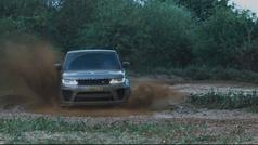 Así vuela el Range Rover Sport SVR en la próxima película de Bond