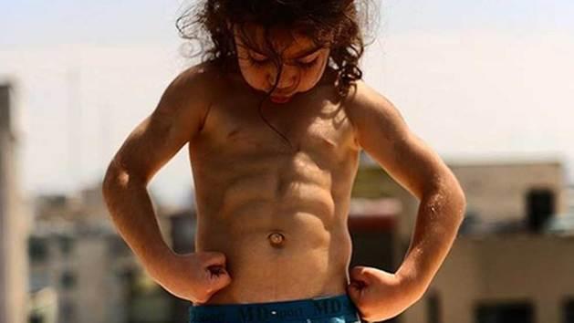Entrenamiento extremo a un niño para convertilo en el nuevo Cristiano Ronaldo