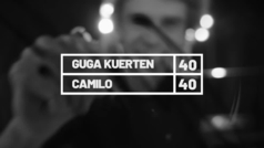 El ex tenista brasileño Gustavo Kuerten, 'Guga', habla con el cantante y compositor Camilo