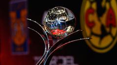 El trofeo de la Liga MX Femenil visita el estudio de Deportes en Claro