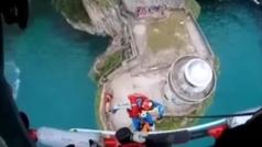 Rescatan a un belga de 17 años tras saltar desde un faro en Santoña