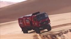 Lo más brutal del Dakar: así pasan los camiones las dunas