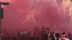 Así recibieron al autobús del Liverpool en Anfield