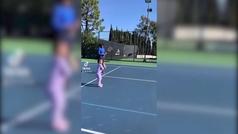 Olympia Williams, la hija de Serena, da sus primeros pasos en el tenis