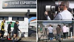 Los periodistas que cubren al Valencia, apartados del equipo por el coronavirus