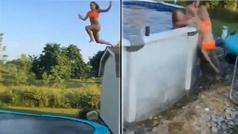 Una chica salta a la piscina desde un tejado y casi se mata: sale disparada y se estampa