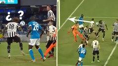 Absurdo cabezazo en propia meta de Kean en el gol de la derrota de la Juve