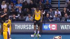 El mayor lapsus visto en la NBA: ¡Sale a jugar con los pantalones equivocados!