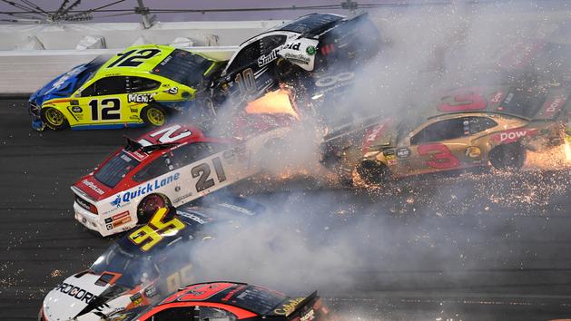Daniel Suárez abandona las 500 millas de Daytona por accidente masivo