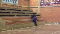 MX: De cancha deportiva a celda para infractores de la cuarentena en Bolivia