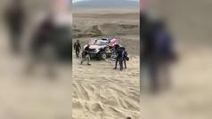 Sainz y Cruz intentan reparar su Mini