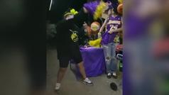 """Rihanna se sube al carro de los Lakers y dedica una peineta a """"los perdedores"""""""