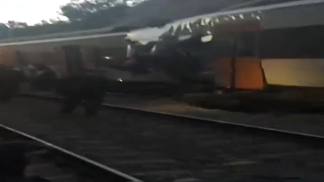 Muere una maquinista al chocar dos trenes de cercanías en Barcelona