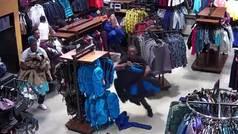 La coreografía del mal: Roban 30.000 dólares en ropa de montaña en 30 segundos