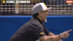 Maradona celebra bailando su primera victoria en México
