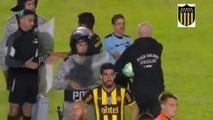 El penalti más hermoso: enorme gesto del meta de Peñarol con un hincha rival