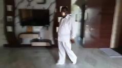 Un hombre encarga en la India una mascarilla hecha de oro puro contra la COVID-19