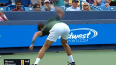 Djokovic pierde los nervios y vuelve a destrozar una raqueta