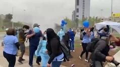 La policía chilena, a palos con médicos y enfermeros