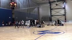 Brutal pelea en un partido de básket en EEUU ¡con árbitros incluidos!