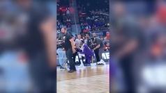 Proposición gigante de un NBA de 2,11 en mitad de un partido