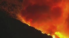 Un incendio forestal obliga a desalojar 2.500 viviendas en Palm Springs, California