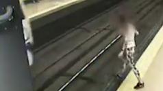 La Policía Municipal evita el suicidio de una mujer en el Metro de Lavapiés: Así fue el rescate