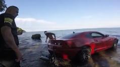 El arresto de Jermiah Braswell (Cardinals) en el agua tras caer con su coche a un lago