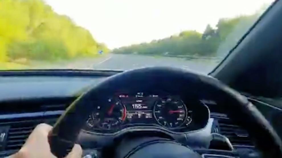 La Policía 'caza' a un conductor que se grabó con su Audi a más de 320 km/h