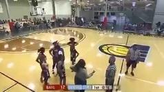 Vergonzosa pelea en un partido escolar: paliza a un árbitro en un partido femenino