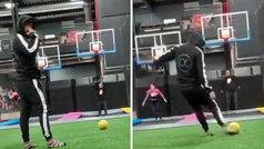 Arturo Vidal también es el 'rey' en un parque de juegos: ojo a lo que intenta...