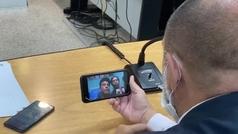 El juez informa a Ronaldinho de su salida de prisión... ¡por videollamada!